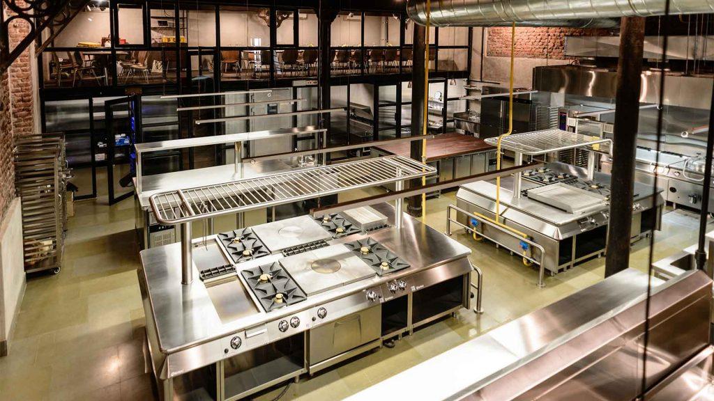 Cucina a gas professionale a vista clienti